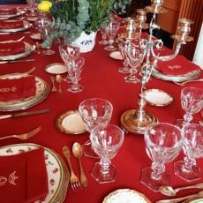 Montaje de mesas para aniversario familiar